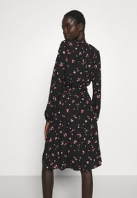 Dorothy Perkins Tall - FLORAL SCOOP BACK PEPLUM FIT AND FLARE DRESS - Kjole - black - 2