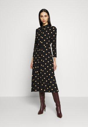 TALL CAMEL SPOT DRESS - Abito a camicia - black