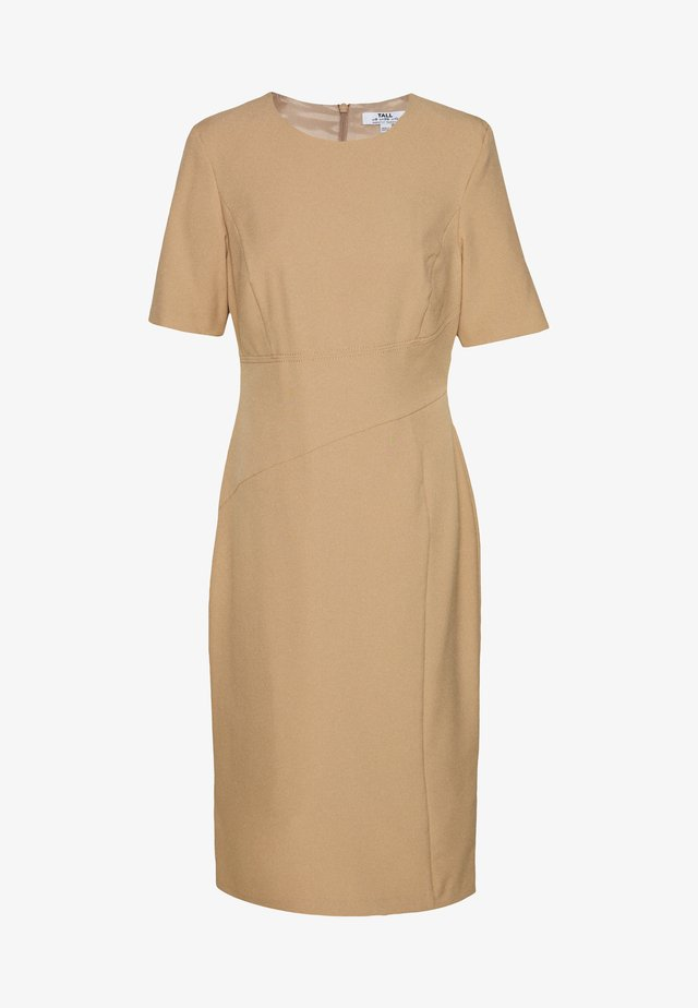 CONTOUR SEAM SHORT SLEEVE DRESS - Etuikjole - camel