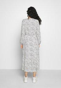 Dorothy Perkins Tall - SPOT PRINT SMOCK DRESS - Korte jurk - white - 2