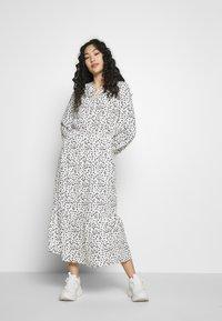 Dorothy Perkins Tall - SPOT PRINT SMOCK DRESS - Korte jurk - white - 0