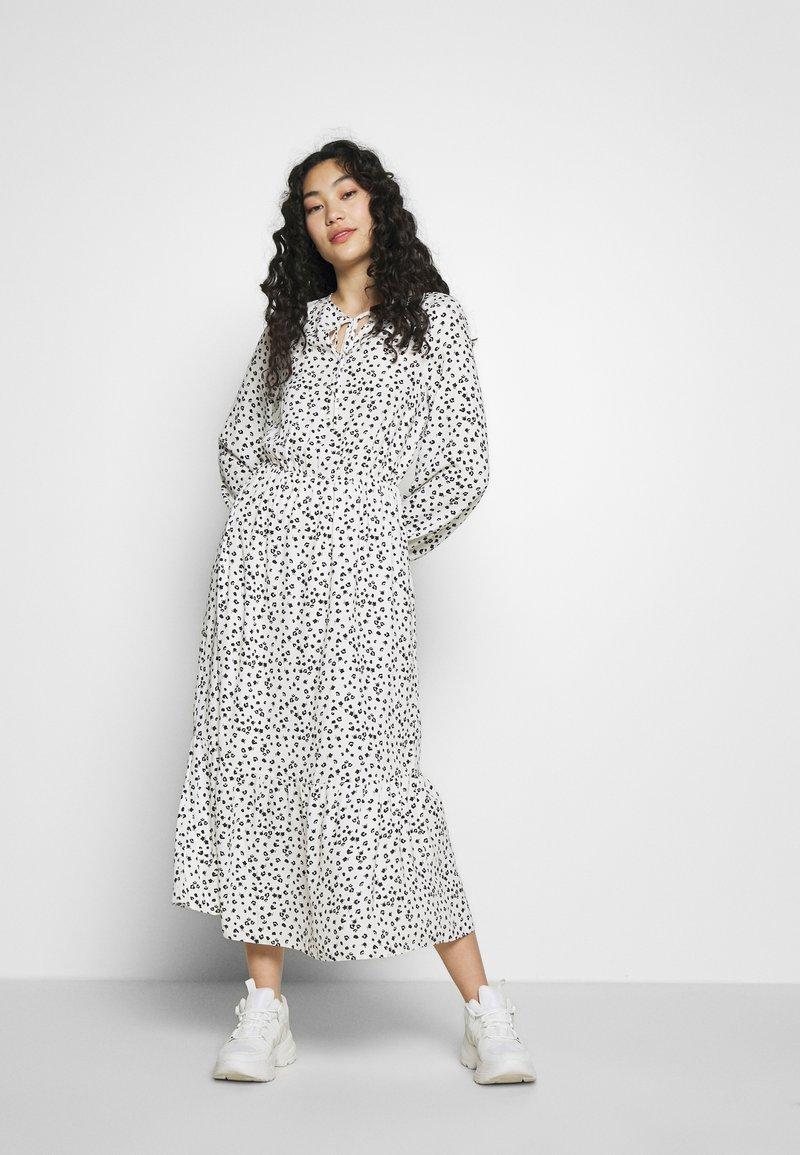 Dorothy Perkins Tall - SPOT PRINT SMOCK DRESS - Korte jurk - white
