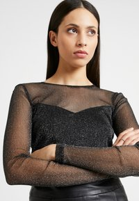 Dorothy Perkins Tall - GLITTER SWEETHEART NECK - T-shirt à manches longues - black - 3