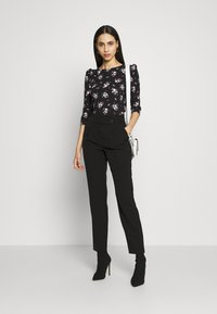 Dorothy Perkins Tall - TALL PRINTED FLORAL PUFF SLEEVE - Camiseta de manga larga - black - 1