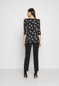 Dorothy Perkins Tall - TALL PRINTED FLORAL PUFF SLEEVE - Camiseta de manga larga - black - 2