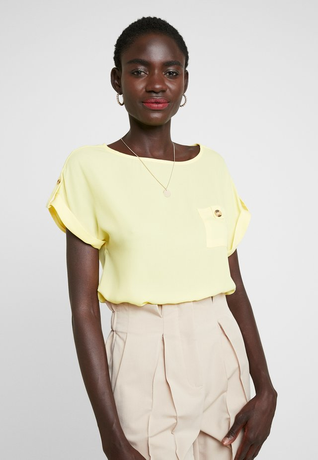 PLAIN SOFT TEE - Bluzka - lemon