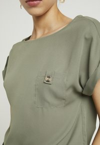 Dorothy Perkins Tall - PLAIN SOFT TEE - Blouse - khaki - 5