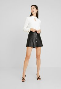 Dorothy Perkins Tall - PLAIN PLEAT NECK LONG SLEEVE - Bluzka - ivory - 1