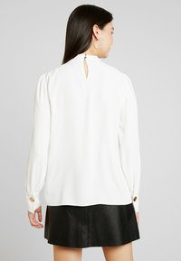 Dorothy Perkins Tall - PLAIN PLEAT NECK LONG SLEEVE - Bluzka - ivory - 2