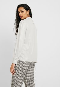 Dorothy Perkins Tall - HONEY - Blouse - silver - 2