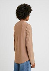 Dorothy Perkins Tall - ITY SHIRT CAMEL - Blůza - camel - 2