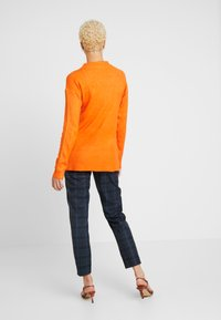 Dorothy Perkins Tall - STEP HEM MID GAUGE JUMPER - Stickad tröja - orange - 2