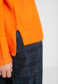 Dorothy Perkins Tall - STEP HEM MID GAUGE JUMPER - Stickad tröja - orange - 5