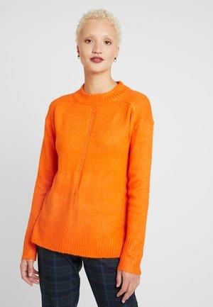 STEP HEM MID GAUGE JUMPER - Stickad tröja - orange