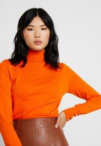 Dorothy Perkins Tall - BUTTON CUFF ROLL NECK - Stickad tröja - orange - 4