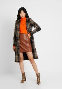 Dorothy Perkins Tall - BUTTON CUFF ROLL NECK - Stickad tröja - orange - 1