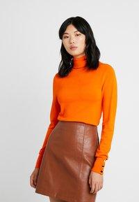 Dorothy Perkins Tall - BUTTON CUFF ROLL NECK - Stickad tröja - orange - 0