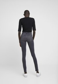 Dorothy Perkins Tall - SHAPE AND LIFT - Jeans Skinny - light grey - 2