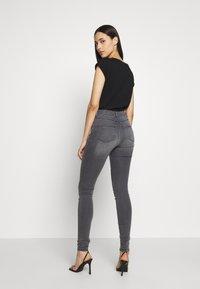 Dorothy Perkins Tall - FRANKIE - Jeans Skinny - light grey - 2