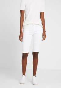 Dorothy Perkins Tall - KNEE - Szorty jeansowe - white - 0