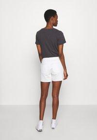 Dorothy Perkins Tall - RAW SHORT - Jeansshorts - white - 2