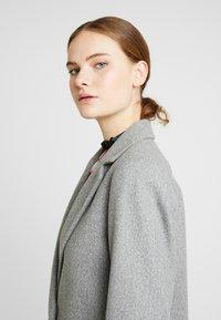 Dorothy Perkins Tall - MINIMAL LINED - Kort kåpe / frakk - light grey - 3