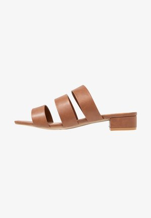 WIDE FIT STORMY - Mules - tan
