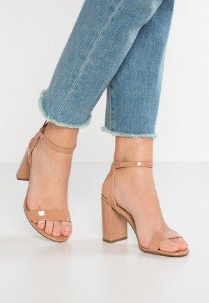 WIDE FIT SHIMMER - Sandály na vysokém podpatku - nude
