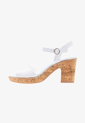 WIDE FIT RHONDA - Sandalen met hoge hak - white