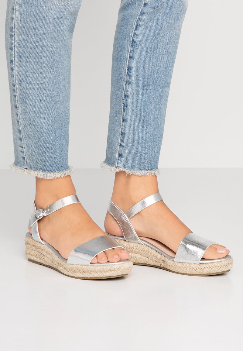 Dorothy Perkins Wide Fit - WIDE FIT RHIANNON  - Sandalias con plataforma - silver