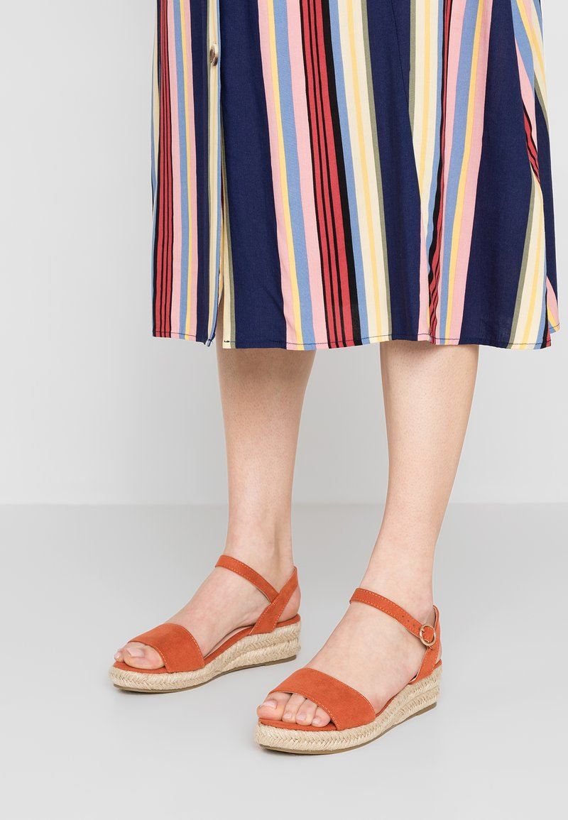 Dorothy Perkins Wide Fit - WIDE FIT RHIANNON  - Sandalias con plataforma - orange