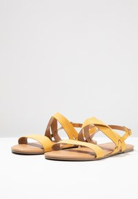 Dorothy Perkins Wide Fit - WIDE FIT FABIA - Sandály - yellow - 4