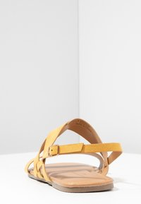 Dorothy Perkins Wide Fit - WIDE FIT FABIA - Sandály - yellow - 5