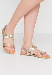 Dorothy Perkins Wide Fit - WIDE FIT FABIA - Sandály - gold - 0