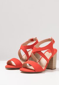 Dorothy Perkins Wide Fit - WIDE FIT SPYE CROSS OVER BLOCK  - Sandały na obcasie - red - 4