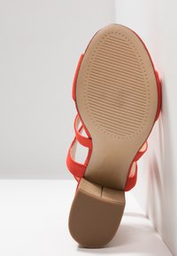 Dorothy Perkins Wide Fit - WIDE FIT SPYE CROSS OVER BLOCK  - Sandały na obcasie - red - 6