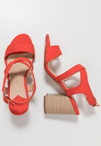 Dorothy Perkins Wide Fit - WIDE FIT SPYE CROSS OVER BLOCK  - Sandały na obcasie - red - 3