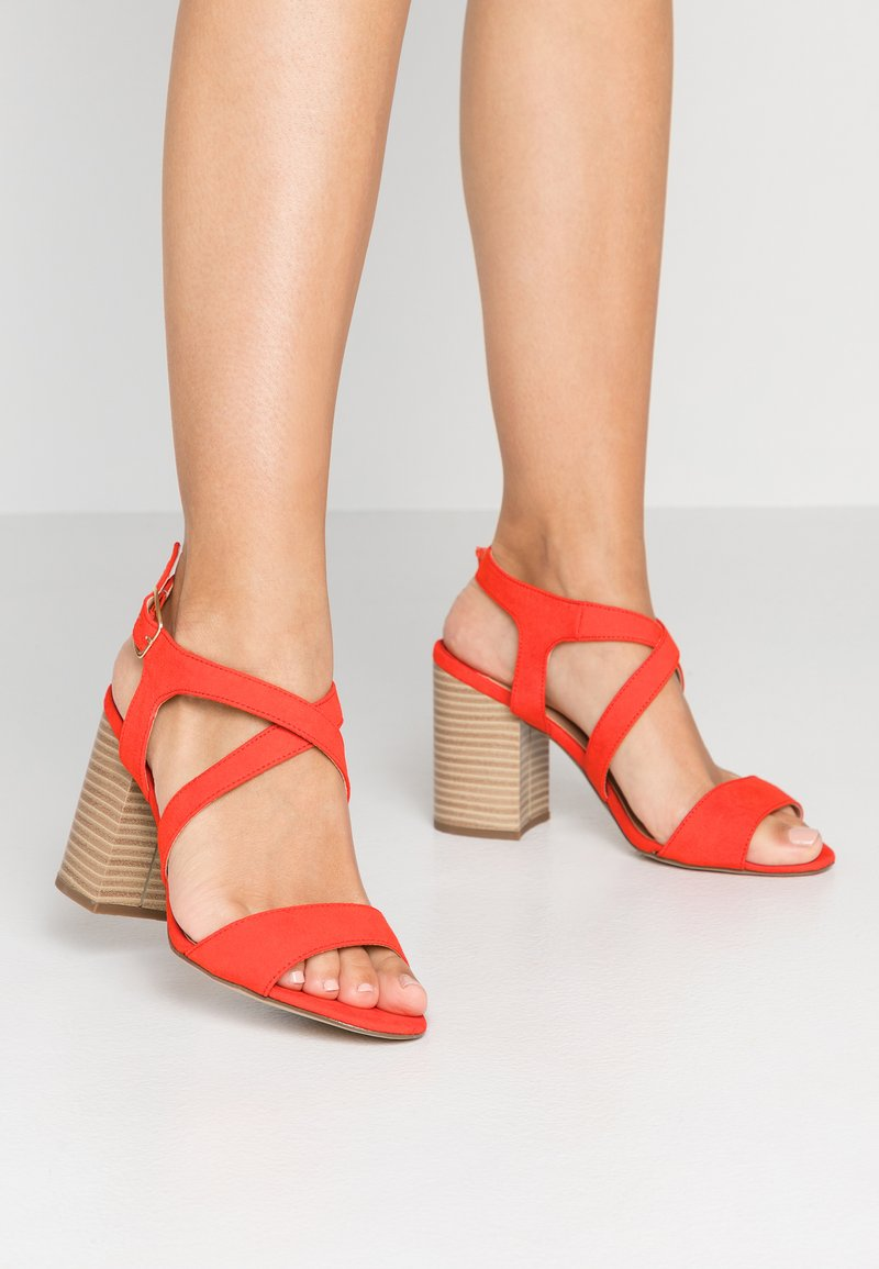 Dorothy Perkins Wide Fit - WIDE FIT SPYE CROSS OVER BLOCK  - Sandały na obcasie - red