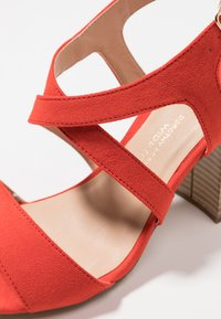 Dorothy Perkins Wide Fit - WIDE FIT SPYE CROSS OVER BLOCK  - Sandały na obcasie - red - 2