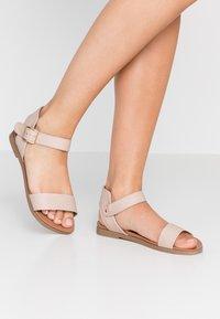 Dorothy Perkins Wide Fit - WIDE FIT FRANCINE - Sandaalit nilkkaremmillä - nude - 0