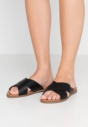 WIDE FIT FREY CROSS OVER - Mules - black