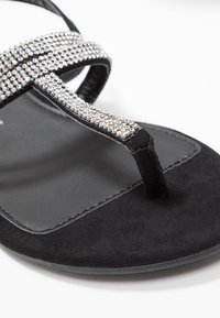 Dorothy Perkins Wide Fit - WIDE FIT FARAWAY T-BAR TOEPOST - Tongs - black - 2