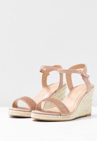 Dorothy Perkins Wide Fit - WIDE FIT RHIA STRAP WEDGE - Sandály na vysokém podpatku - blush - 4