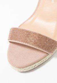 Dorothy Perkins Wide Fit - WIDE FIT RHIA STRAP WEDGE - Sandály na vysokém podpatku - blush - 2