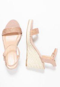 Dorothy Perkins Wide Fit - WIDE FIT RHIA STRAP WEDGE - Sandály na vysokém podpatku - blush - 3