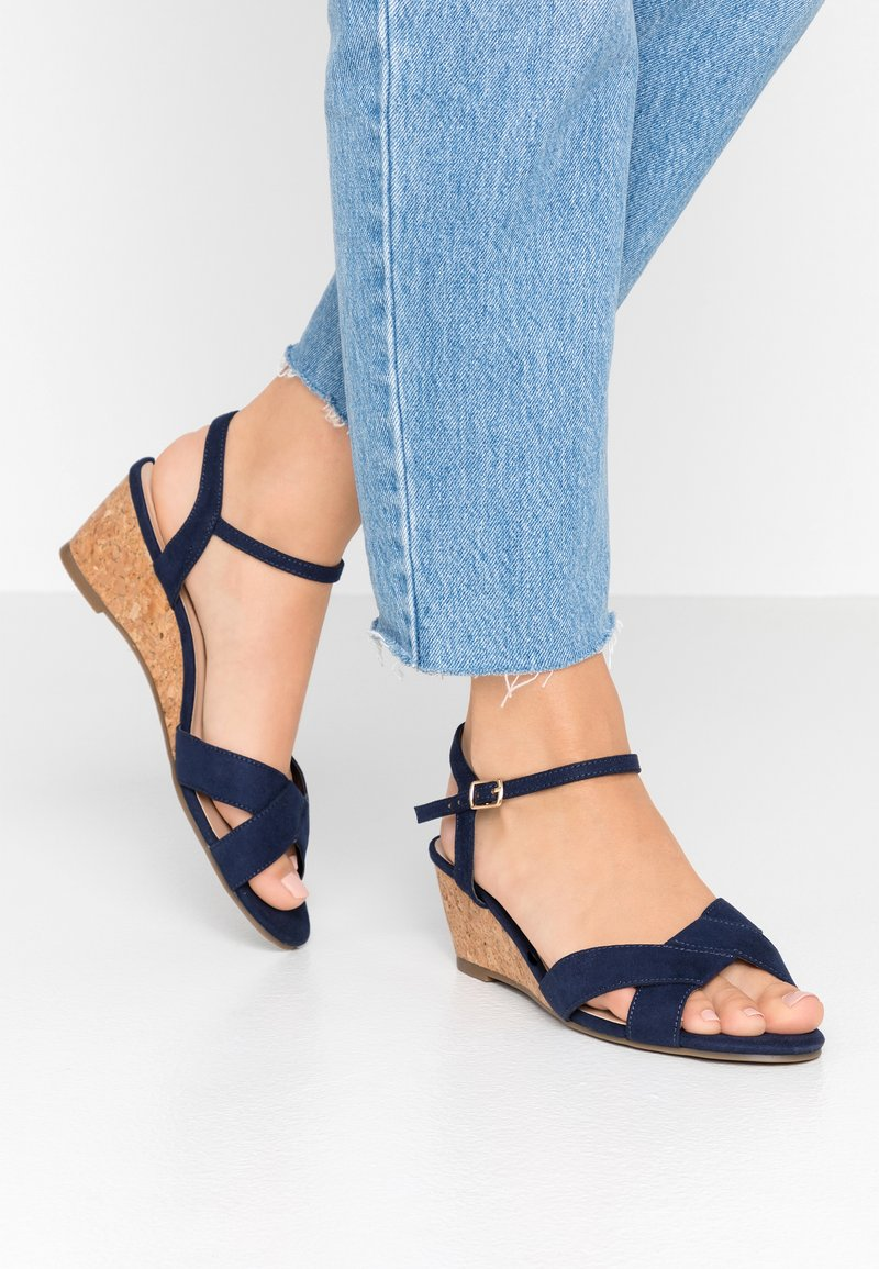 Dorothy Perkins Wide Fit - WIDE FIT REVEL ORIGAMI WEDGE - Sandály na klínu - navy