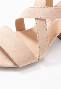 Dorothy Perkins Wide Fit - WIDE FIT BEAMER EASY CROSS OVER STACK HEEL - Sandály - nude - 2