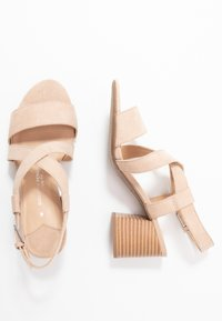 Dorothy Perkins Wide Fit - WIDE FIT BEAMER EASY CROSS OVER STACK HEEL - Sandály - nude - 3