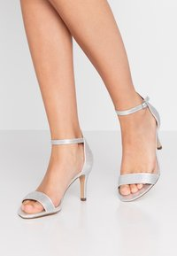 Dorothy Perkins Wide Fit - WIDE FIT BESSY - Sandały - silver - 0
