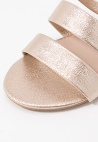Dorothy Perkins Wide Fit - WIDE FIT FOREVER  - Pantofle - gold metallic - 2